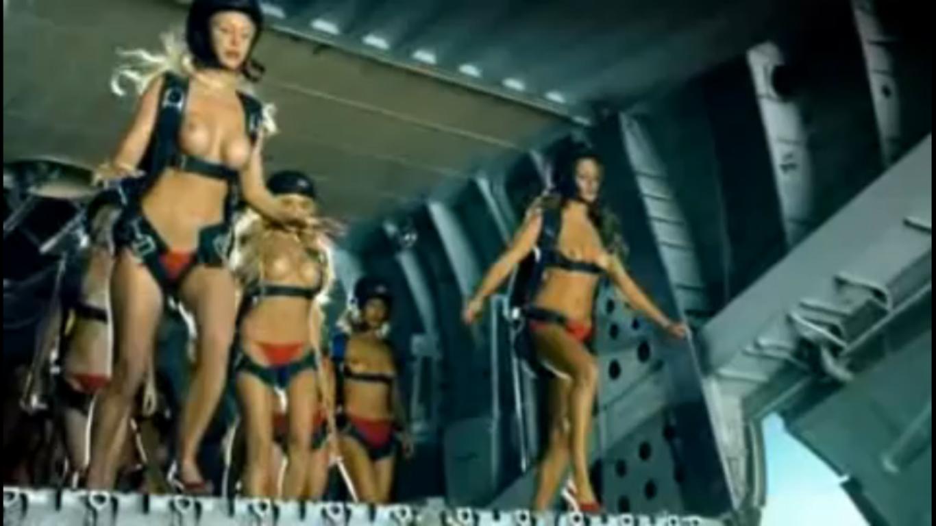 Fleggaard y las paracaidistas desnudas